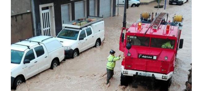 Trabajando con temporal de lluvia y viento en L/400 kV Nueva Escombreras-Rocamora